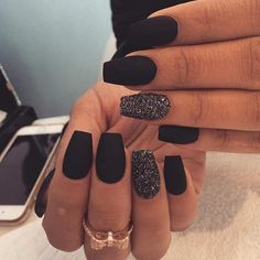 Edgy Matte Black Nails + Sparkly Accent Nail Diy Acrylic Nails, Summer Acrylic Nails, Matte Nails, Acrylic Nail Designs, Fall Nail Designs, Orange Nail Designs, Short Nail Designs, Black Nail Art, Black Nails