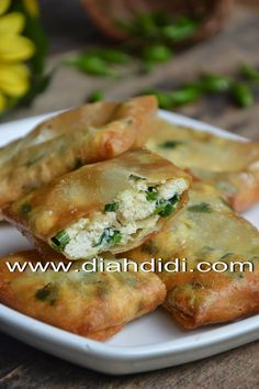 Diah Didi's Kitchen: Martabak Tahu Mini Indonesian Desserts, Indonesian Cuisine, Indonesian Recipes, Diah Didi Kitchen, Asian Appetizers, Good Food, Yummy Food, Tasty, Asian Kitchen