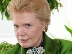 What publications print horoscopes by Walter Mercado?