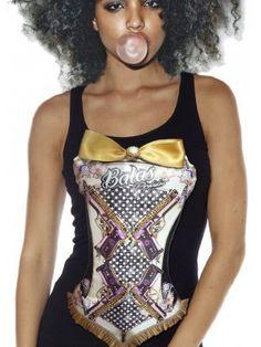 Corset cosido y adaptado a la camiseta, con dibujo diseñado para Deputaaputataconazo por Bea Gomáriz. En el bajo está rematado por tablones de seda salvaje y adornado en  el escote con Lazada mostaza de satén de seda, y botónperlado. Es precioso