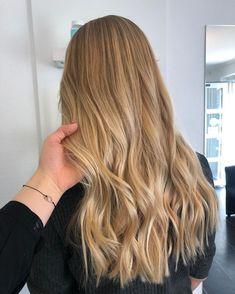 Bright Blonde Hair, Blonde Highlights On Dark Hair, Blonde Hair Shades, Blonde Hair Looks, Balayage Hair Blonde, Brown Blonde Hair, Highlighted Blonde Hair, Carmel Blonde Hair, Honey Blonde Hair Color