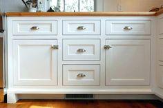 farmhouse shaker cabinets - Google Search Shaker Style Cabinet Doors, Shaker Style Kitchen Cabinets, Kitchen Cabinet Door Styles, Kitchen Drawer Pulls, Kitchen Cabinet Drawers, Farmhouse Cabinets, Shaker Style Kitchens, Kitchen Cabinet Hardware, Modern Farmhouse Kitchens