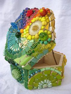 mosaic boxes - this would be fun to do for the girls for Christmas!