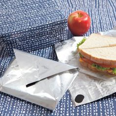 Reuse a coffee bag as a reusable sandwich wrap Homemade Gifts For Dad, Sac Lunch, Reusable Sandwich Bags, Green Craft, Wrap Sandwiches, Turkey Sandwiches, Fathers Day Crafts, Coffee Branding, Food Waste