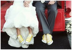 Converse with wedding suit. Yellow Converse, Converse Style, Wedding Blog, Dream Wedding, Wedding Day, Wedding Dreams, Wedding Themes, Summer Wedding, Wedding Stuff