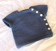 Home knitted baby cardigan: free pattern