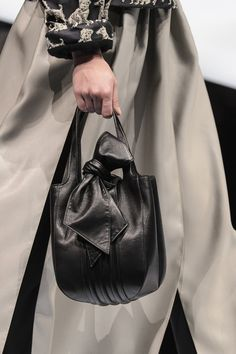 Giorgio Armani, Fall 2017 - Milan's Fall Runway Purses Are Too Pretty Not to Pin - Photos