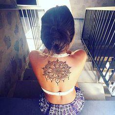 exhaustive mehndi on girls back #mehndi #mehndidesign #henna #mehndiforback