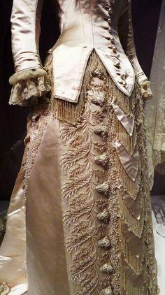 Worth - Robe de Mariée - Soie Brodée - 1880
