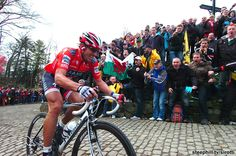Cancellara on the Mur de Grammont in the 2010 Tour of Flanders