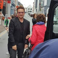 Bono dans la rue de Waterford-Ireland-27/05/2016.