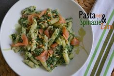Pasta met spinazie en zalm Ingrediënten per persoon: 100 gram pasta 50 gram zalm handje pijnboompitjes spinazieblok...