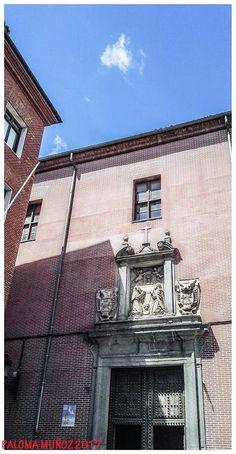 Plaza del Conde de Miranda, puerta de la iglesia del Corpus Chisti del Convento de Las Carboneras.  Plaza del Conde de Miranda, door of the church of Corpus Chisti of the Convent of Las Carboneras