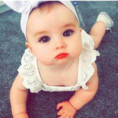 Q princesinha linda e fofuxca!! Baby Mine, My Little Baby, Little Ones, Cute Baby Pictures, Baby Photos, Beautiful Children, Beautiful Babies, Cute Babies Photography, Indian Baby