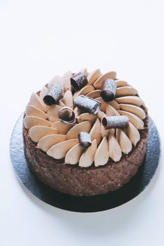 What I love about this chocolate charlotte! Pastry Recipes, Cake Recipes, Entremet Recipe, Chocolate Cake Designs, Patisserie Fine, Charlotte Cake, Madeleine Cake, French Desserts, Beautiful Desserts