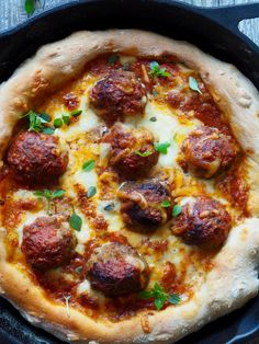 Deep pan pizza med kjøttboller