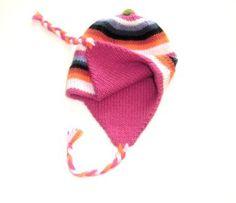 Warme #Chullo #Mütze aus #Alpakawolle. Doppelt gestrickt. Die Chullo kann beidseitig getragen werden. Von unseren Strickerinnen in Cusco/Peru hergestellt. Durch die elastische Strickweise Einheitsgröße.