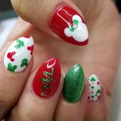 christmas nails Christmas Nail Art Designs Which Are perfect for the Holiday Season - Hike n Dip Christmas Nails Glitter, Disney Christmas Nails, Nightmare Before Christmas Nails, Christmas Nail Art Designs, Xmas Nails, Halloween Nails, Holiday Nails, Disney Halloween, Valentine Nails