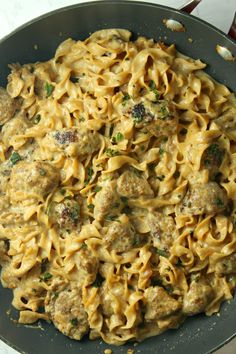 This french onion sausage pasta is a one pot weeknight wonder. Diced onion and ground sausage get tossed in the pot along with some extra onion powder and garlic powder for flavor. One Pot Meals, Easy Meals, Fettucine Alfredo, Ground Sausage, Ground Italian Sausage Recipes, Sausage Recipes For Dinner, Sausage Pasta Recipes, Ground Beef, One Pot Wonders
