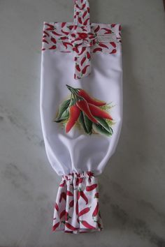 Puxa sacos pintado a m�o livre em tecido oxford branco. <br> <br>Frete por conta do cliente.