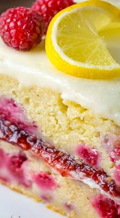 Lemon Raspberry Cake More dessert Raspberry Lemon Cakes, Raspberry Recipes, Lemon Desserts, Lemon Recipes, Just Desserts, Delicious Desserts, Dessert Recipes, Raspberry Lemonade Cake, White Chocolate Raspberry Cake