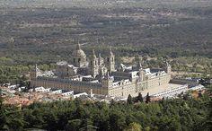 Hoy os hablamos de uno de los lugares mas representativos de Madrid, el Monasterio de San Lorenzo de El Escorial. Se trata de todo un complejo donde nos encontramos con un Palacio, una Basílica y un Monasterio en las afueras de la ciudad de Madrid en la localidad de San Lorenzo de El Escorial. Este …