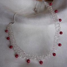 Collier argenté - fil métallique crocheté - perles rouge - bijoux insolites -