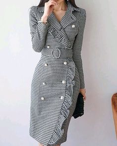 Read more The post Lapel Black Midi Dress Sheath Daytime Buttoned Gingham Dress appeared first on How To Be Trendy. Modest Dresses, Trendy Dresses, Elegant Dresses, Trendy Outfits, Nice Dresses, Casual Dresses, Formal Dresses, Hijab Casual, Modest Clothing
