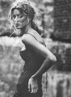Gisele Bundchen photographed by Italian photographer Paolo Roversi for Vogue Italy February 2002 Paolo Roversi, Gisele Bundchen, Foto Portrait, Portrait Photography, Fashion Photography, Glamour Photography, Lifestyle Photography, Editorial Photography, Foto Fashion