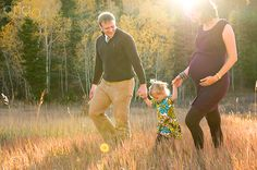 Lovely family maternity picture with toddler #Maternityphotography  http://www.topsecretmaternity.com/