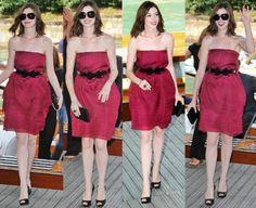 Anne Hathaway é mais uma diva que chegou em Veneza abalando. Anne é tão musa, tão fofa e tão simpática. Outro dia assisti aquele O diário de princesa 2 (sim, adoro esses tipos de filmes) e fiquei boba como ela é linda e o figurino do filme é ótimo! Anne apareceu com o batom tendência …