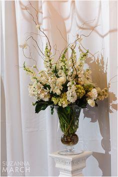 Suzanna March Photography #AldenCastle #ModernVintage #Wedding #Ceremony #Flowers