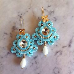 10 Handmade Earrings Ideas with Great Tutorials Tatting Jewelry, Bead Jewellery, Clay Jewelry, Beaded Jewelry, Blue Earrings, Beaded Earrings, Earrings Handmade, Tutorial Soutache, Soutache Necklace