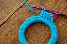 The Crochet Underground: Crochet Mondays: Mini-marcos de ganchillo