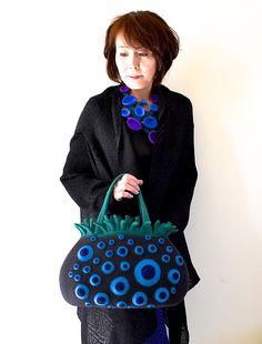 Atsuko Sasaki (portrait) travaille le feutre en toute délicatesse