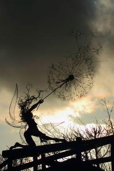 sculptures-de-fees-aux-pissenlits-de-Robin-Wight-15 Les sculptures de fées aux pissenlits de Robin Wight
