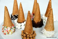 Chocolate Dipped Ice Cream Cones - I prefer to use real chocolate in place of candy melts. 1 cup semisweet choc chips plus 1 tbsp of butter will make 10 cones. Dips Ice Cream, Ice Cream Party, Mini Chocolate Chips, Chocolate Dipped, Snowcream Recipe, Snow Icecream Recipe, Snow Cream, Sugar Cones, Cookies