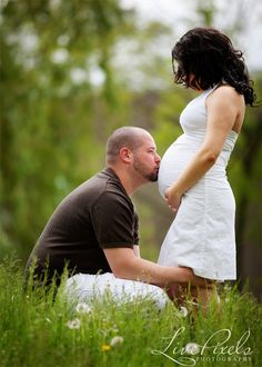 maternity mother father photography idea with dad kissing pregnant belly Maternity Poses, Maternity Portraits, Maternity Photographer, Maternity Pictures, Senior Pictures, Newborn Photos, Pregnancy Photos, Baby Photos, Pregnancy Announcements