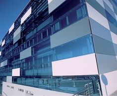 Gallery of QuadroClad™ Glass Façade Panels / Hunter Douglas Contract - 3