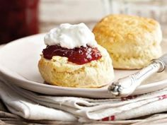 Maklike olie-skons Kitchen Aid Recipes, Cooking Recipes, Fun Recipes, Bread Recipes, 3 Ingredient Scones, How To Make Cake, Food To Make, Scones And Jam, Biscotti Recipe