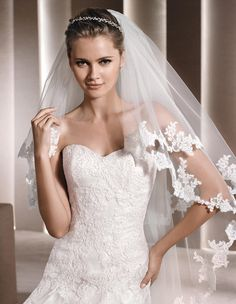 DETALLE - Lace wedding dress, with sweetheart neckline | La Sposa