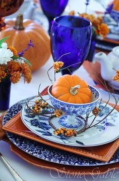 Love the blue and white dish ware with the bright orange of fall pumpkins. An idea for this autumn!
