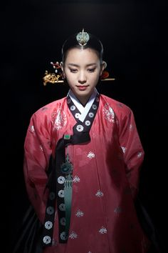 Han-Bok, the traditional Korean dress. Dong Yi from the K-drama of the same name Dong Yi, Korean Hanbok, Korean Dress, Korean Outfits, Korean Traditional Dress, Traditional Fashion, Traditional Dresses, Moda China, Yi King
