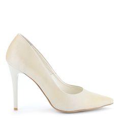 e378c251f0 A(z) cipők nevű tábla 9 legjobb képe | Dressy flat shoes, Loafers ...
