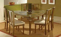 mesa de jantar triangular com tampa de vidro