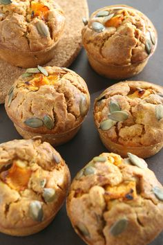 Muffins with pumpkin and feta cheese Bread And Pastries, Cupcakes, Baked Potato, Feta, Muffins, Food And Drink, Appetizers, Pumpkin, Tasty