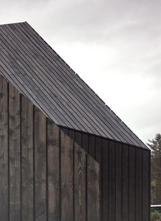 Beautiful junction of timber cladding - House at Camusdarach Sands / Raw Architecture Workshop Timber Architecture, Contemporary Architecture, Architecture Details, Timber Buildings, Timber Roof, Timber Cladding, Wooden Facade, Modern Roofing, House Roof