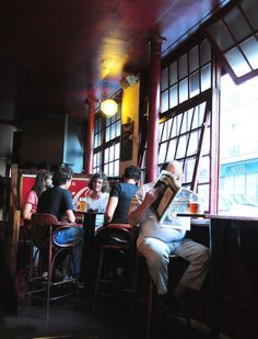 Beers in Montmartre, Paris >>> Really been dreaming of this scene for so long now. Gotta get back to Paris.