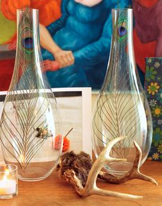 What a genius idea to put peacock feathers in clear, tall vases and get this great look! http://splendidwillow.com/2009/05/26/great-style-peacock-feathers/