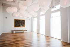 Fantastic Yoga Studio Design Ideas That Will Make You Relax 48 It helps a person relax. What you have to consider is that almost all yoga studios happen in a large open central space that's accompanied by means of a set of support rooms. Yoga Studio Design, Yoga Studio Interior, Yoga Room Design, Yoga Studio Home, Yoga Studio Decor, Gym Design, Design Ideas, Gym Interior, Pilates Studio